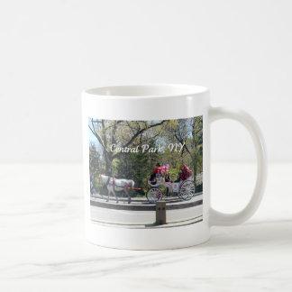 セントラル・パーク、馬およびキャリッジ コーヒーマグカップ