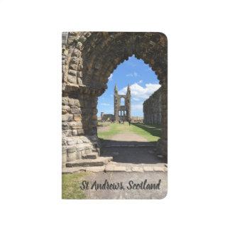 セント・アンドリューススコットランドのカテドラルは眺めのアーチを台無しにします ポケットジャーナル