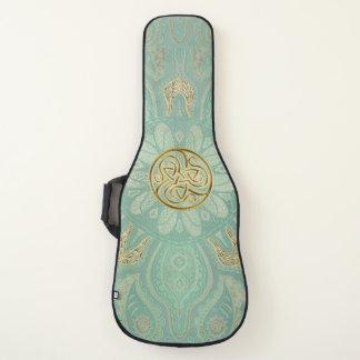 セージグリーンおよび金ゴールドのケルト人のTriskeleの黙した曼荼羅 ギターケース