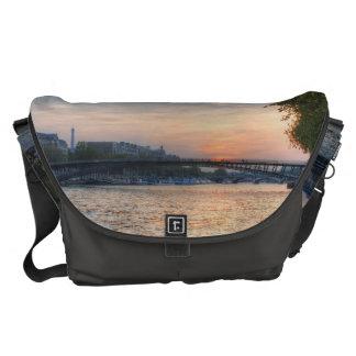 セーヌ河の日没 クーリエバッグ