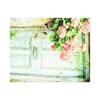 ゼラニウムが付いている老化させたドア キャンバスプリント