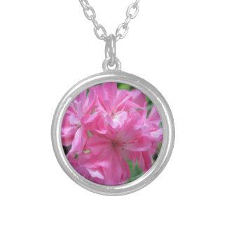 ゼラニウムのピンクの花柄 シルバープレートネックレス
