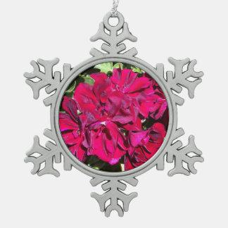 ゼラニウムの花の赤 スノーフレークピューターオーナメント