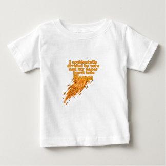 ゼロで割ることによって求め ベビーTシャツ