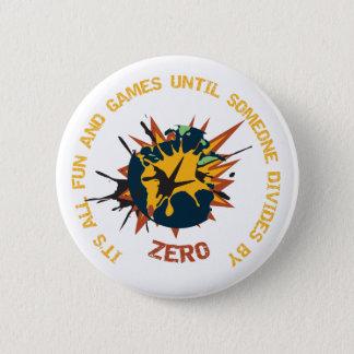 ゼロ数学の教師Pinでおもしろいそしてゲームの境界 5.7cm 丸型バッジ