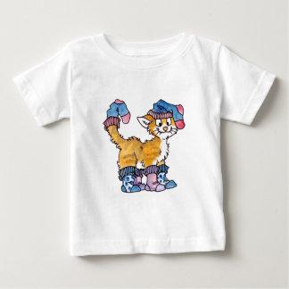 ソックスの子猫の乳児のTシャツ ベビーTシャツ