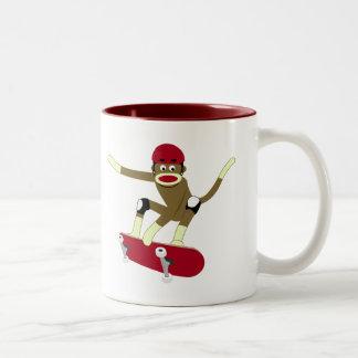 ソックス猿のスケートボーダー ツートーンマグカップ