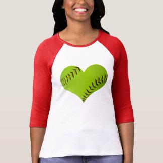 ソフトボールのハート形のraglanのワイシャツ tシャツ