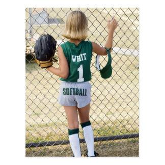 ソフトボールのユニフォームの女の子 ポストカード