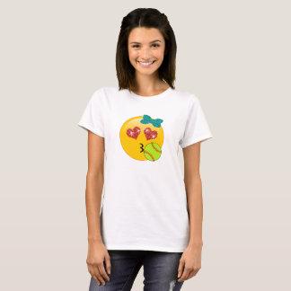 ソフトボールのEmojiのハートの目Kissyは女の子のために直面します Tシャツ