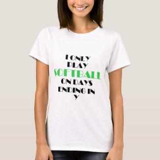 ソフトボールは毎日緑化します Tシャツ