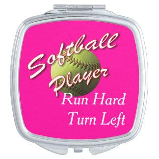 ソフトボールプレーヤーの操業懸命は左に曲がります