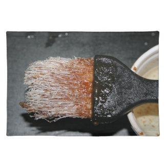 ソースが付いている井戸によって使用されるナイロンつけるブラシ ランチョンマット