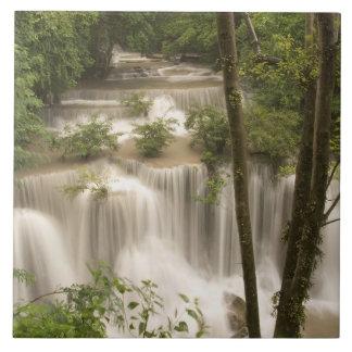 タイのHuai Mae Khaminの滝 タイル