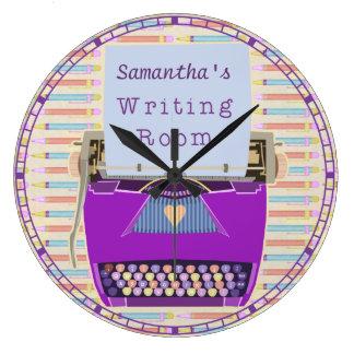 タイプライターの執筆部屋の名前入りな作家 ラージ壁時計