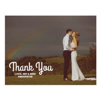 タイポグラフィの上敷の結婚式のカップルの写真は感謝していしています ポストカード