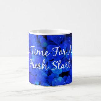 タイポグラフィの青い引用文の枕 コーヒーマグカップ