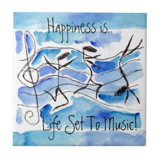 タイルのおもしろい人間の形をした幸せな音楽的な音楽ノート タイル