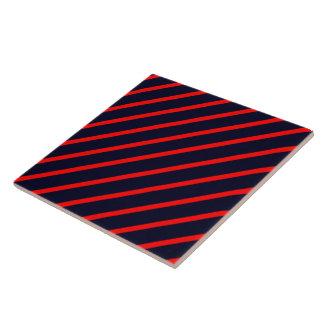 タイルのストライプな斜めの赤濃紺 タイル