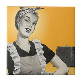 タイルのヴィンテージのレトロのかわいらしい郊外の主婦の女性 タイル