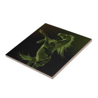 タイルを育てている緑のFriesianの馬 タイル