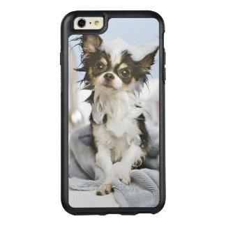 タオルで包まれたなチワワの子犬 オッターボックスiPhone 6/6S PLUSケース