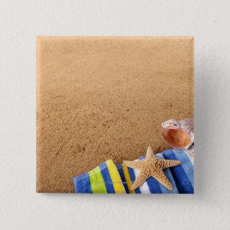 タオル、ヒトデが付いているビーチのコーナーのボーダー 5.1CM 正方形バッジ