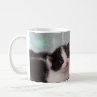 タキシードの子ネコのマグ コーヒーマグカップ