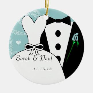 タキシード及びガウンの結婚式の初めてのクリスマスのオーナメント セラミックオーナメント