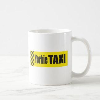 タクシーのヨークシャーテリア コーヒーマグカップ