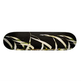 タケはアジア葉の芸術のスケートボードを去ります スケートボード