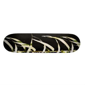 タケは植物の葉の芸術を去ります スケートボード