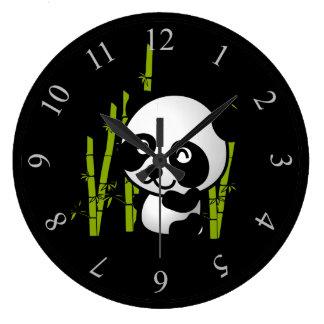 タケ果樹園のかわいい白黒パンダくま ラージ壁時計