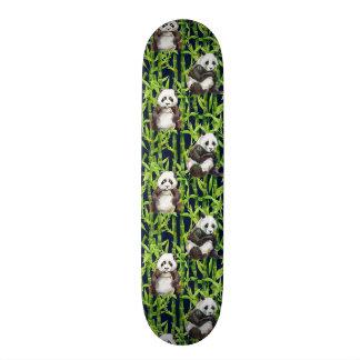 タケ水彩画パターンを持つパンダ スケートボード