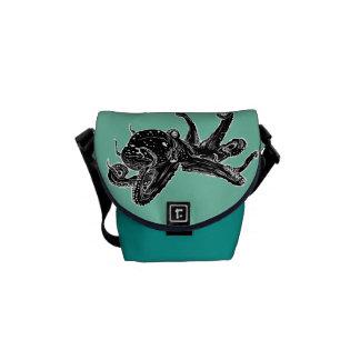 タコのデザインのバッグ メッセンジャーバッグ