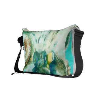 タコの水彩画のティール(緑がかった色) クーリエバッグ