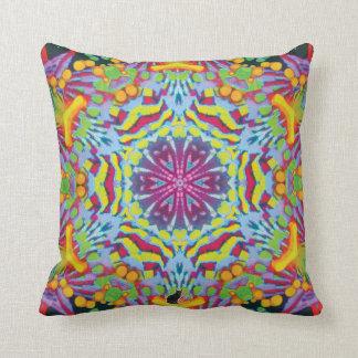 タスマニアの万華鏡のように千変万化するパターンの枕 クッション