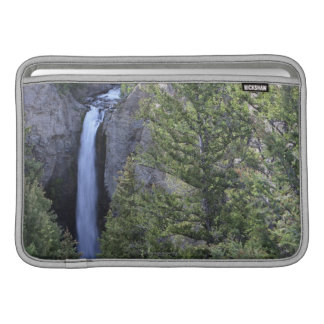 タワーの滝、イエローストーン国立公園、ワイオミング MacBook スリーブ