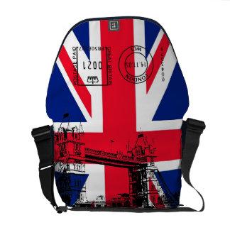 タワー橋およびスタンプのメッセンジャーが付いているイギリスの旗 メッセンジャーバッグ