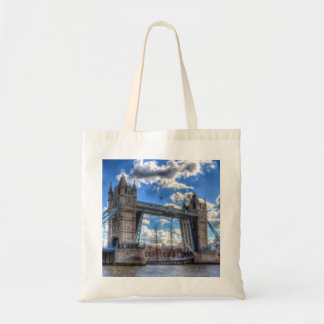 タワー橋および渡る船 トートバッグ