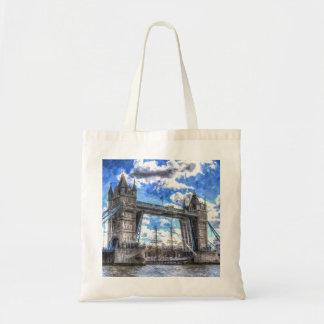 タワー橋および船の芸術を渡すこと トートバッグ