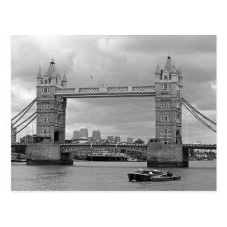 タワー橋の白黒写真 葉書き