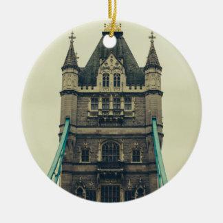 タワー橋クローズアップ、ロンドン、イギリス セラミックオーナメント