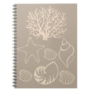 タンのビーチの貝殻のノート ノートブック