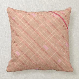 タンのピンクの赤い斜めの格子縞の装飾用クッション クッション