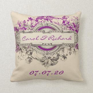 タンの紫色の灰色のヴィンテージの花の結婚式の恋人 クッション