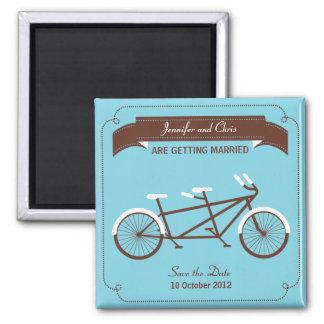 タンデム自転車のモダンな結婚式の青の保存日付 マグネット