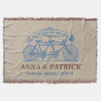 タンデム自転車の名前入りな結婚式の記念品のギフト スローブランケット