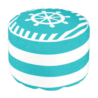 ターコイズのバーラップの航海のな舵輪は|のプリントを縞で飾ります プーフ