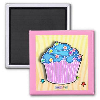 ターコイズのブルーベリーによって曇らされるカップケーキの磁石 マグネット